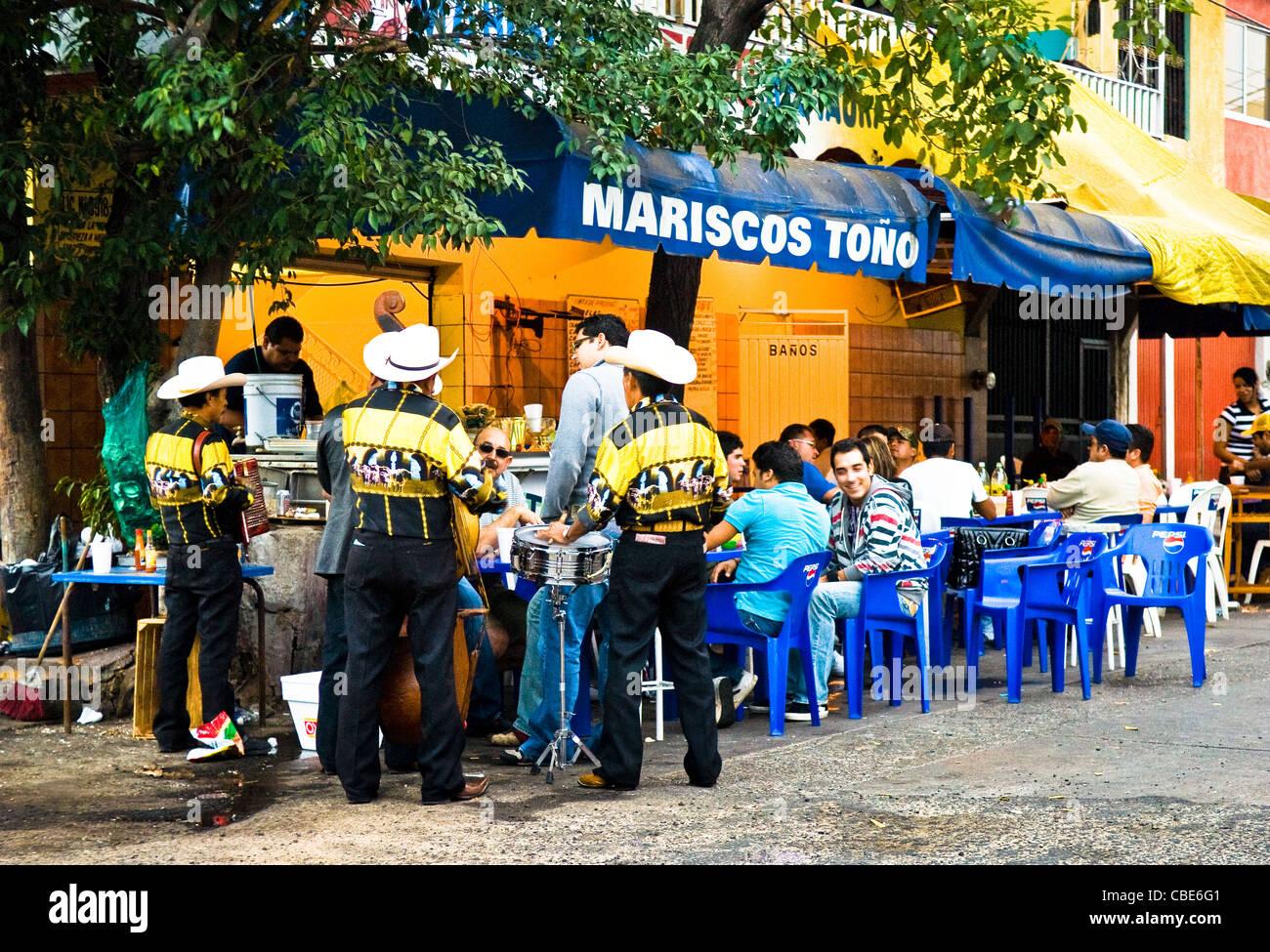 Mariachi band at sidewalk cafe in old town Mazatlan, Sinaloa, Mexico. - Stock Image