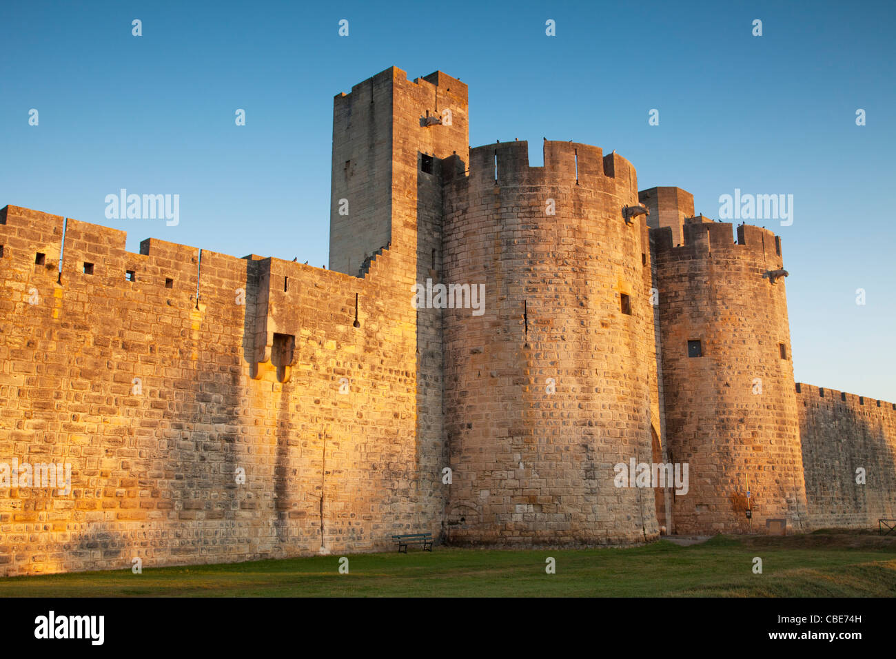 The ramparts and east gate of Aigues-Mortes, Languedoc Roussillon,France, in early morning light. - Stock Image
