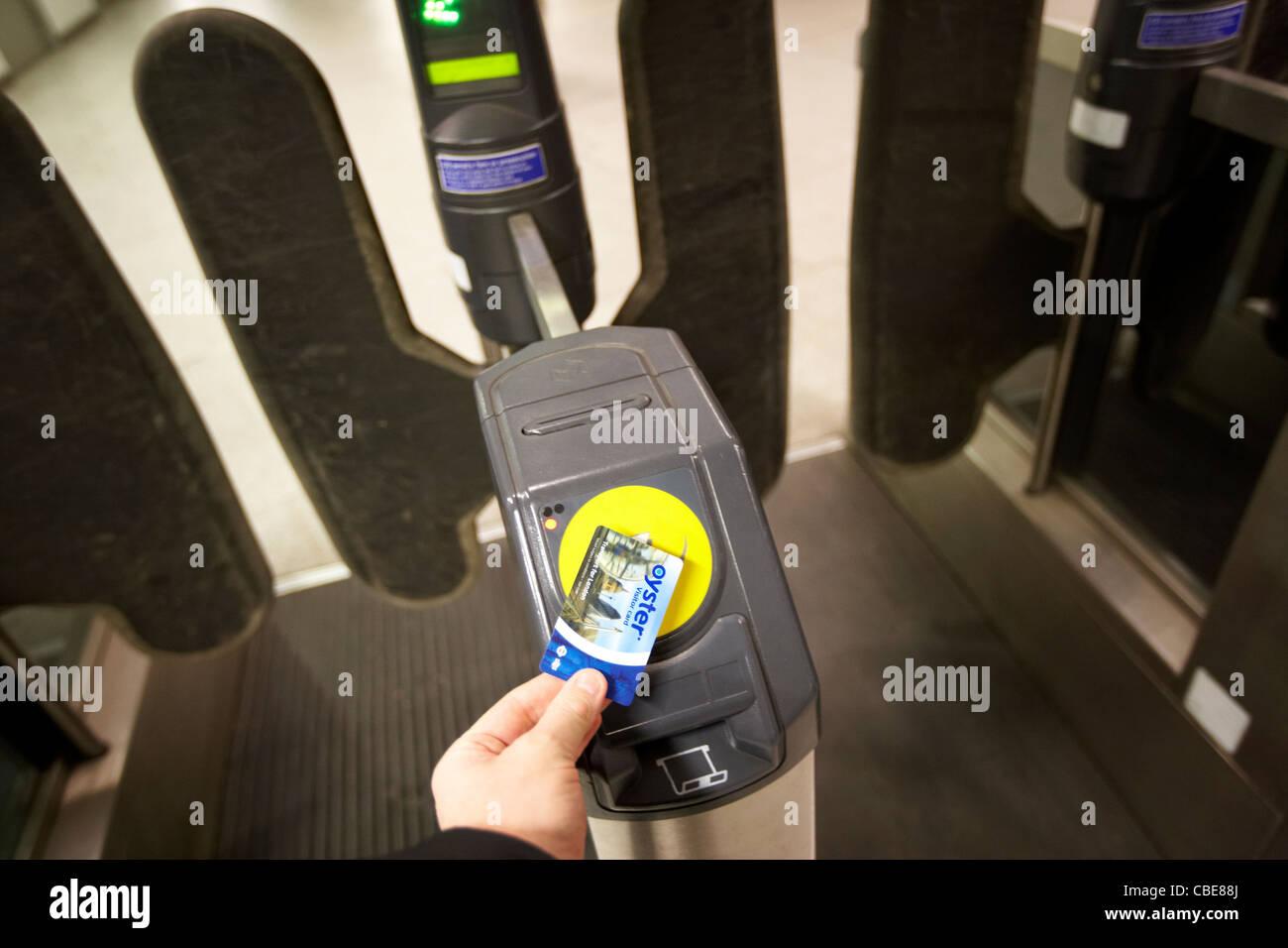 man using london tfl underground smart pass card oyster visitor card London England Uk United Kingdom - Stock Image