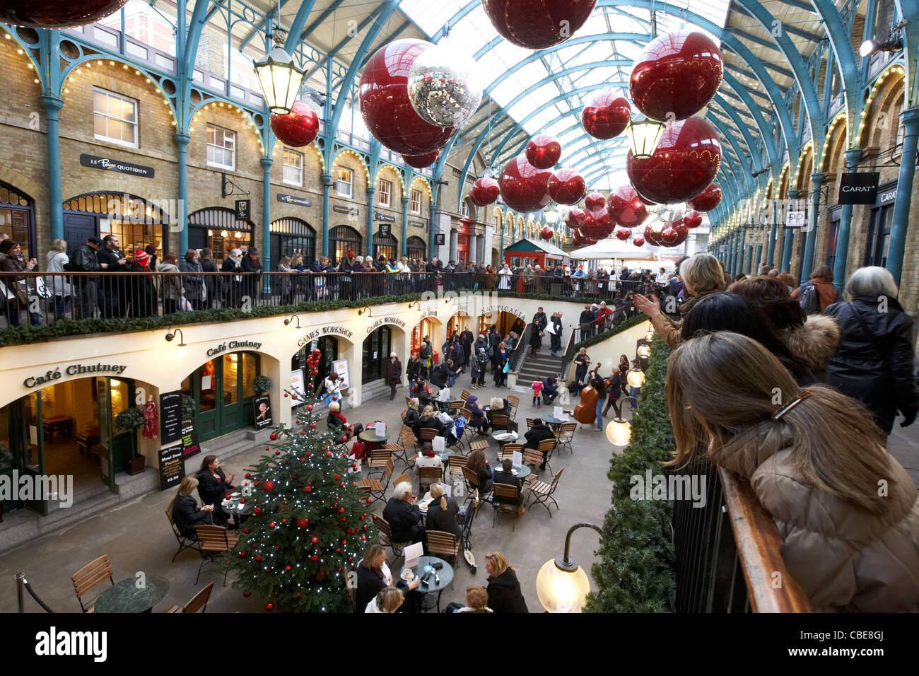 Christmas Shopping London Inside Stock Photos & Christmas Shopping