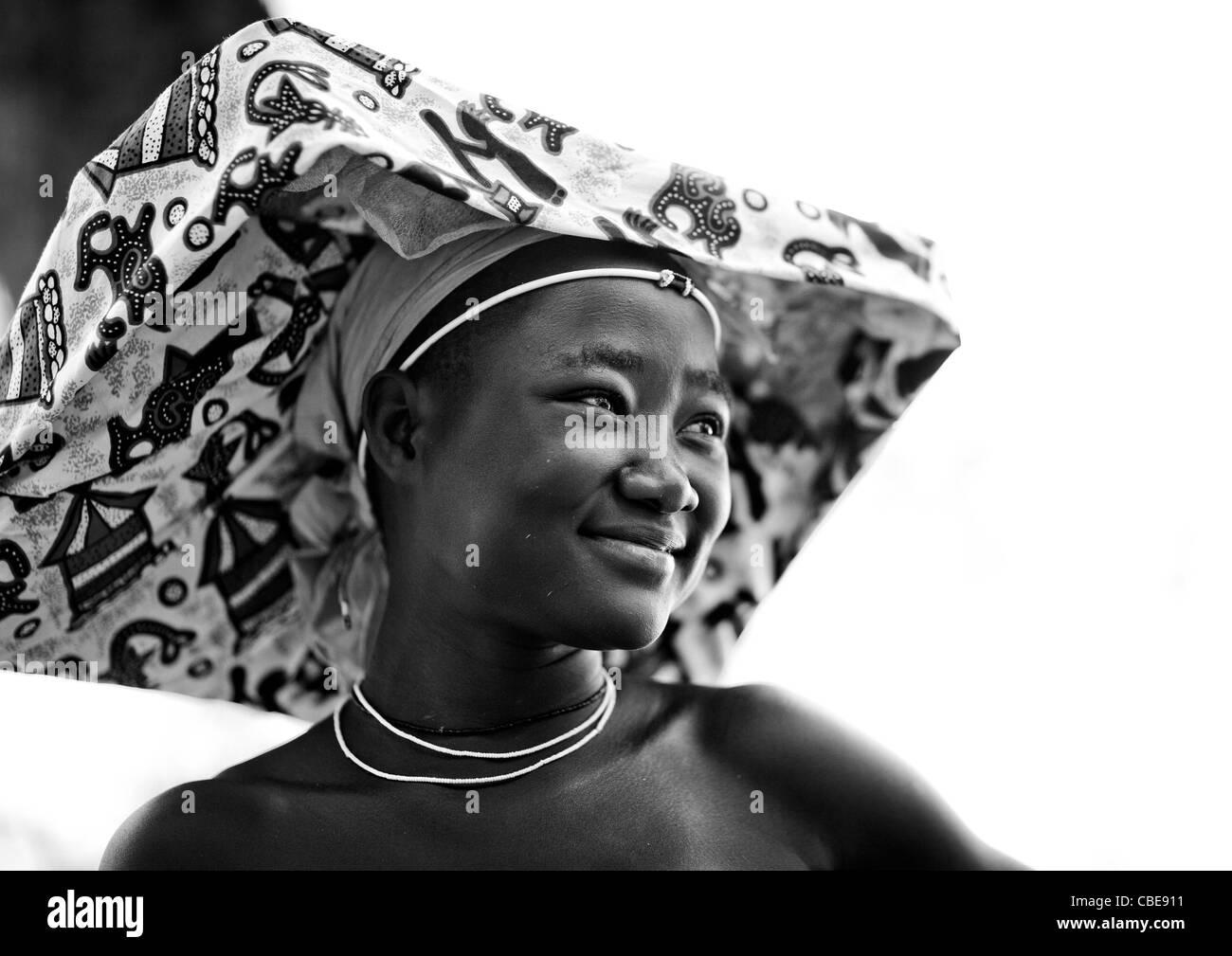 Smiling Mukubal Girl With Ompota Headdress, Virie Area, Angola - Stock Image