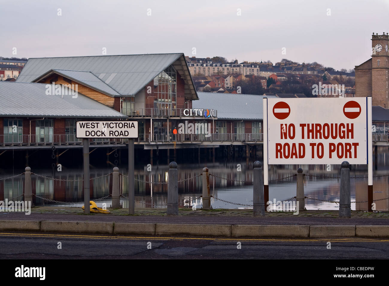 Road signs restrictions stating that there is no through road to port at West Victoria Dock in Dundee,UK - Stock Image