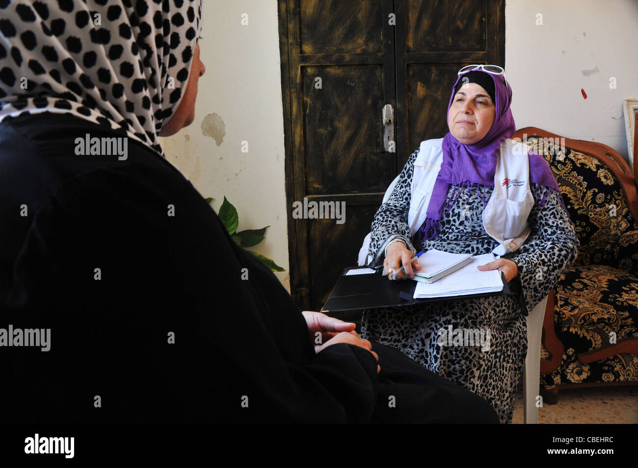 Palestinian families traumatized by the coming of the Israeli colonists., The psychologist is listening to the testimony - Stock Image