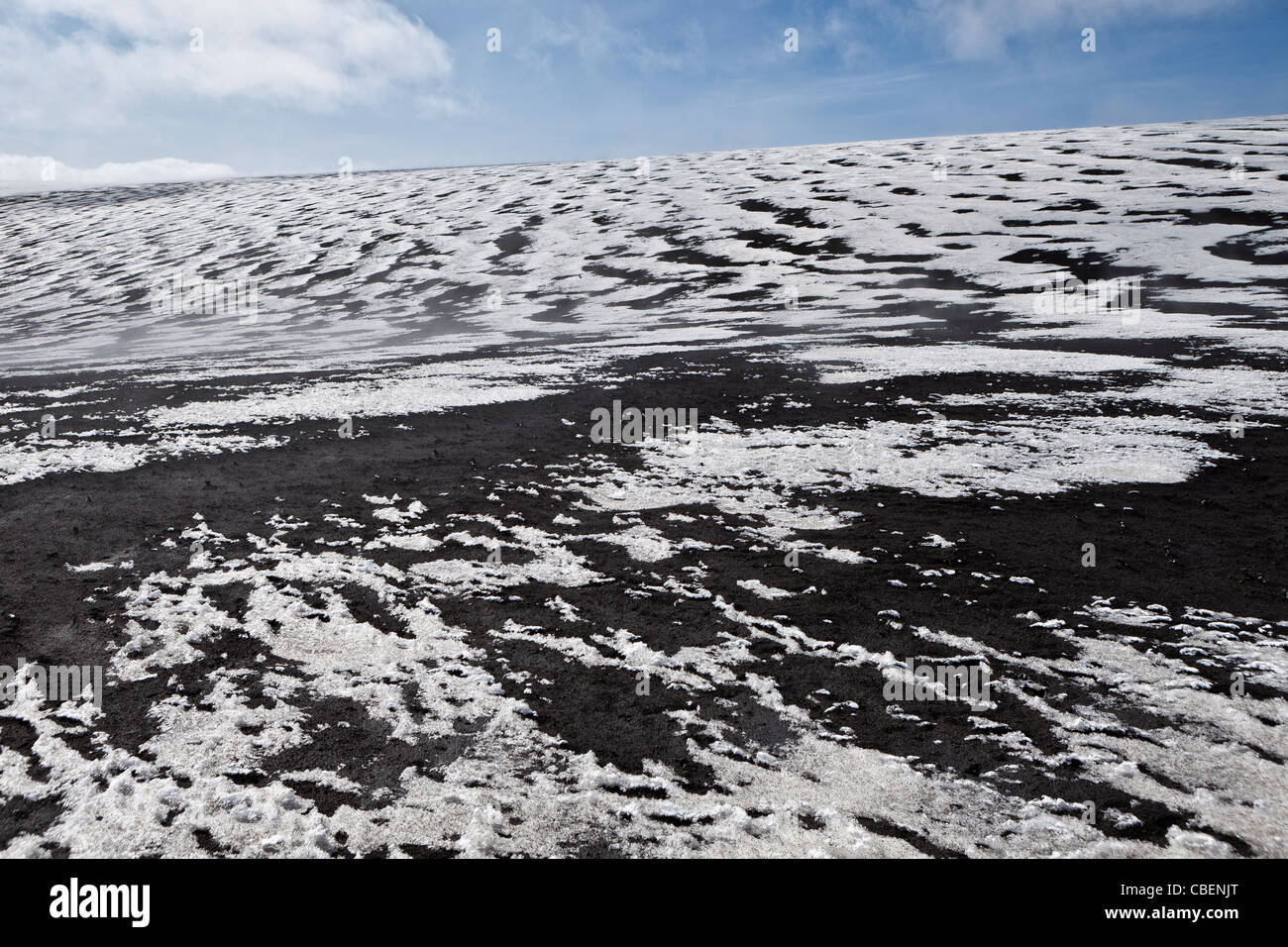 Ash covered glacier from the Grimsvotn eruption, Vatanjokull Ice Cap, Iceland - Stock Image