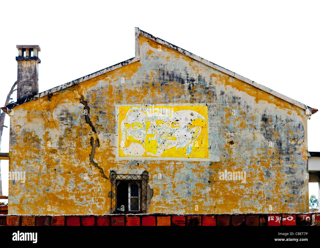 Old Communist Propaganda On The Facade Of A House In Lubango, Angola - Stock Image