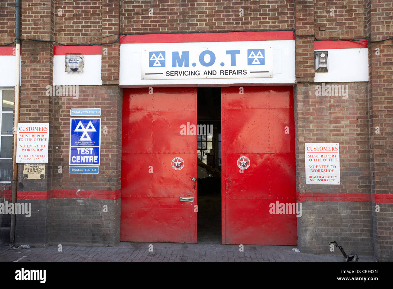 mot garage and test centre in north london england uk united kingdom - Stock Image