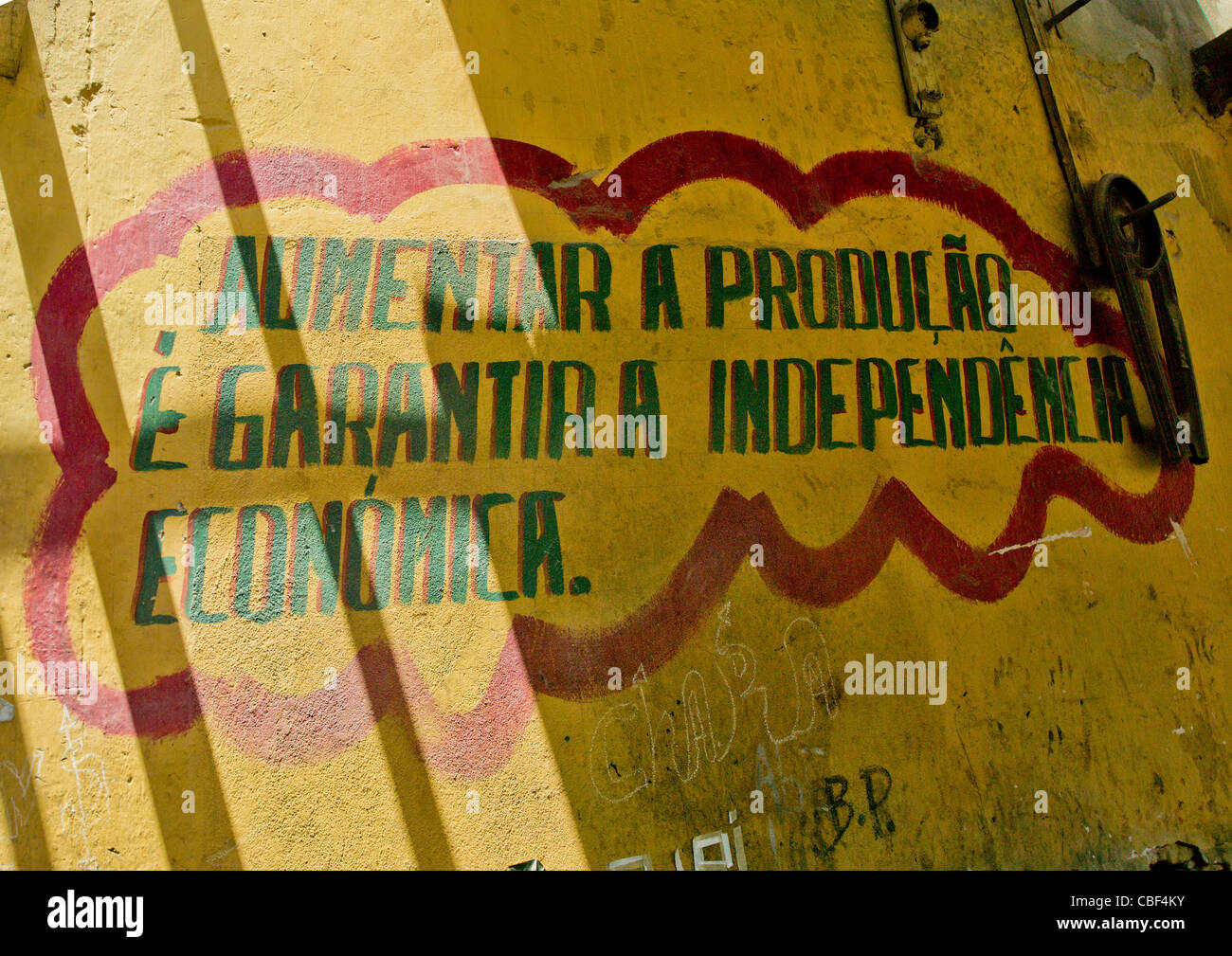 Old Communist Propaganda Painted On Walls, Namibe Town, Angola - Stock Image