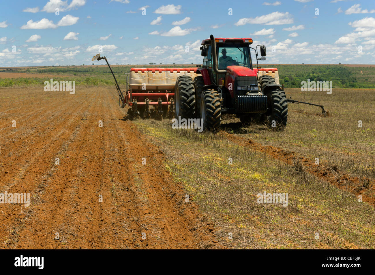 Mechanized agriculture: Maize sowing (seeding, planting) machine, southern Goiás State, central Brazil: impact - Stock Image