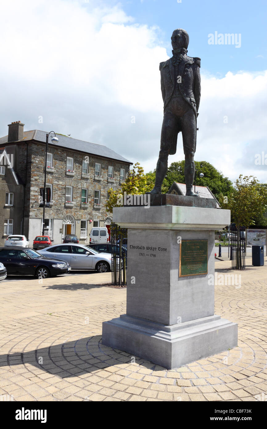 Statue of Theobald Wolfe Tone in the main square in Bantry, County Cork, Ireland - Stock Image