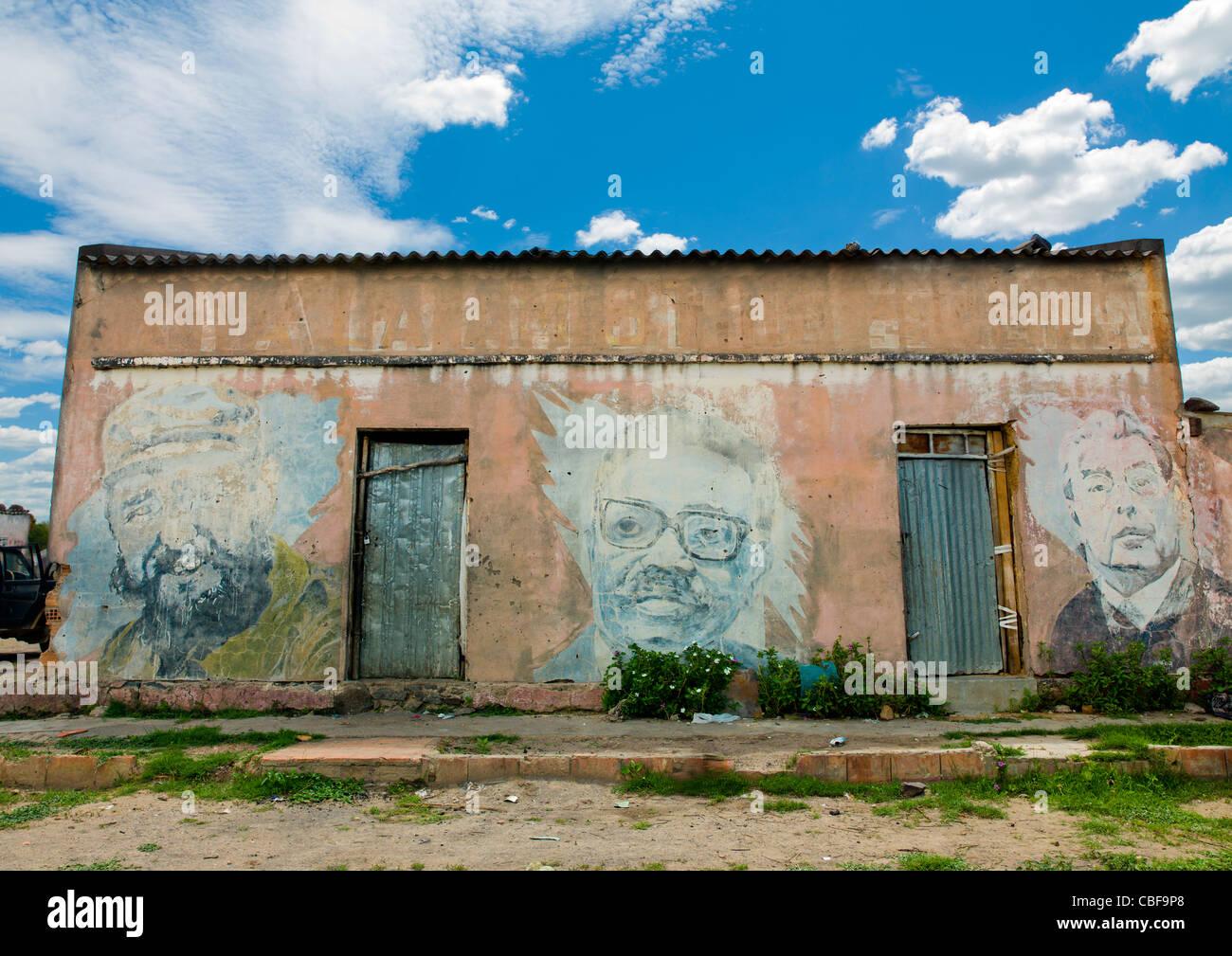 Old Communist Propaganda Painted On A Wall, Bilaiambundo, Angola - Stock Image