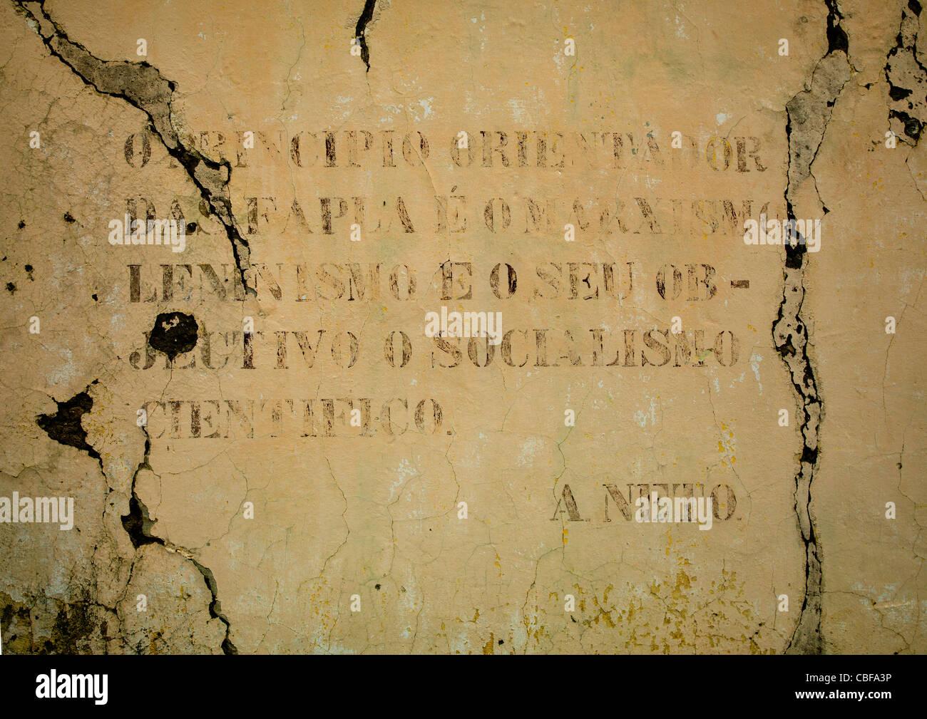 Old Communist Propaganda Message Written On A Wall, Bilaiambundo, Angola - Stock Image