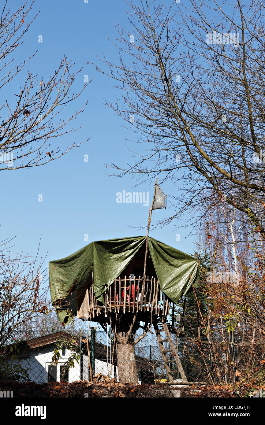 64775d7373 A large tree house with a skull and cross bones flag