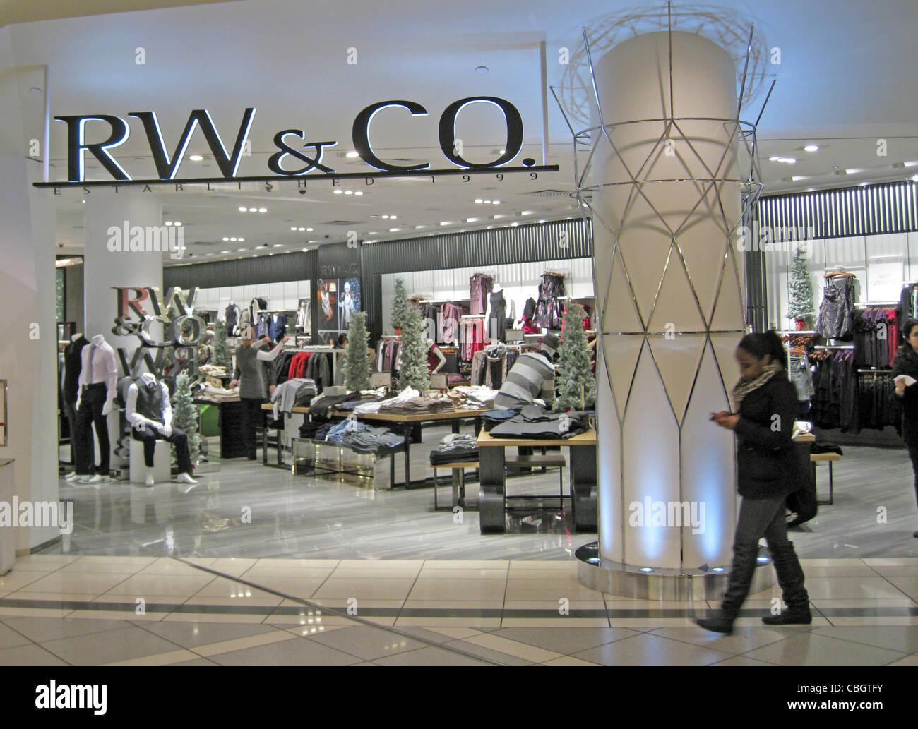 RW & CO sore in the Eaton Centre shopping mall in Toronto, Canada. Photo Tony Gale - Stock Image