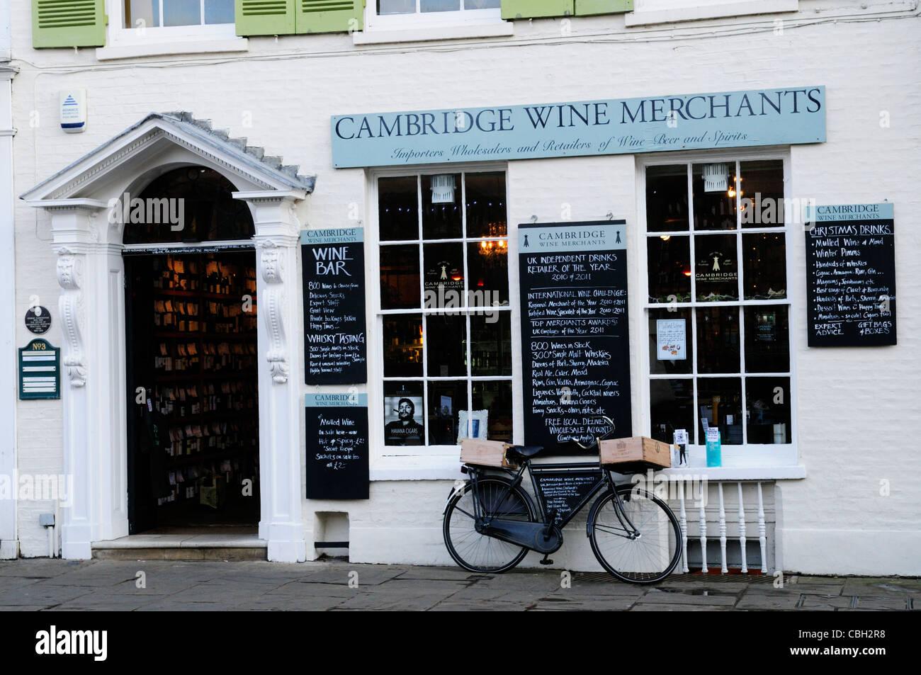 Cambridge Wine Merchants, King's Parade, Cambridge, England, UK - Stock Image