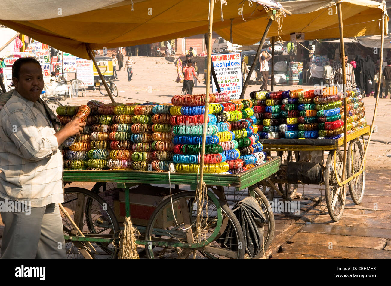 A bangle stall on wheels in Rajasthan, India. - Stock Image