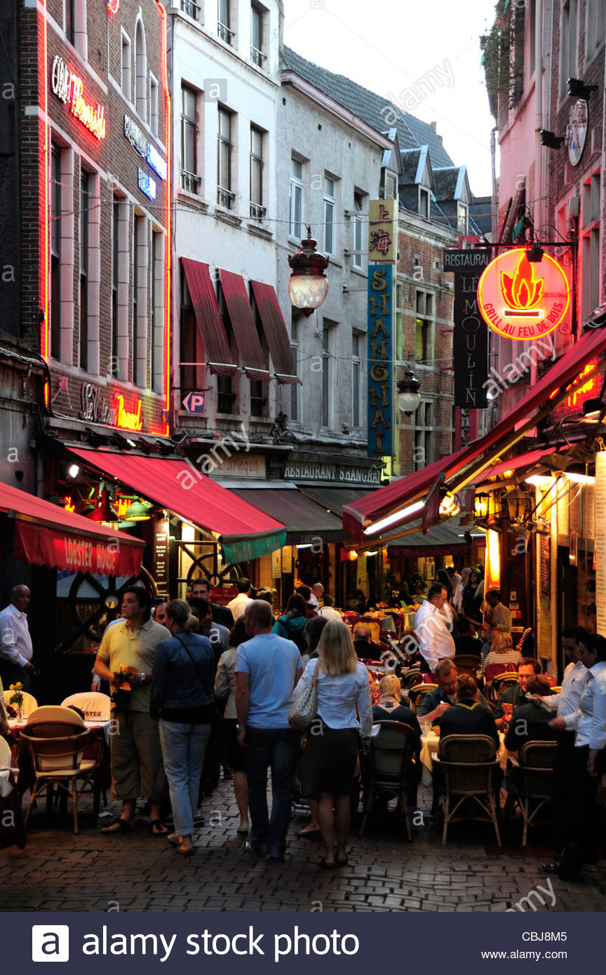 Pubs, bistros and restaurants in the Rue des Bouchers in the evening, Brussels, Belgium, Europe - Stock Image