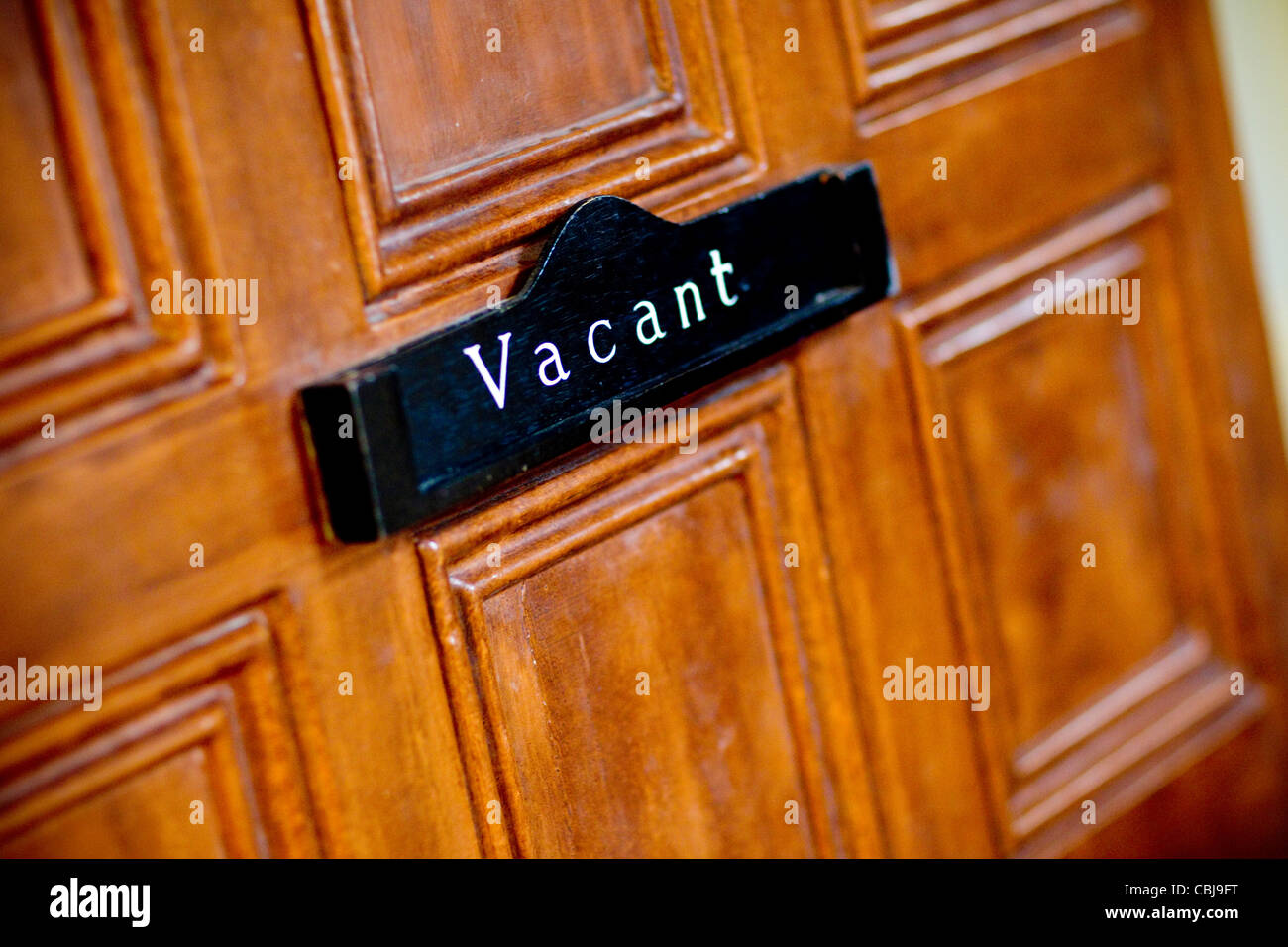 A door sign indicating that a meeting room is Vacant or unoccupied. - Stock Image