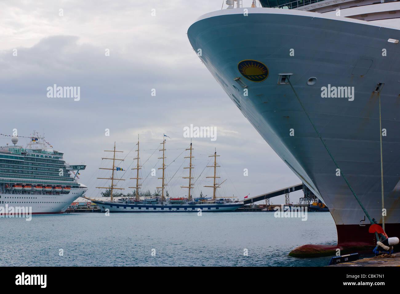 Star Clippers @ P&O Azura Cruise Ship Barbados - Stock Image