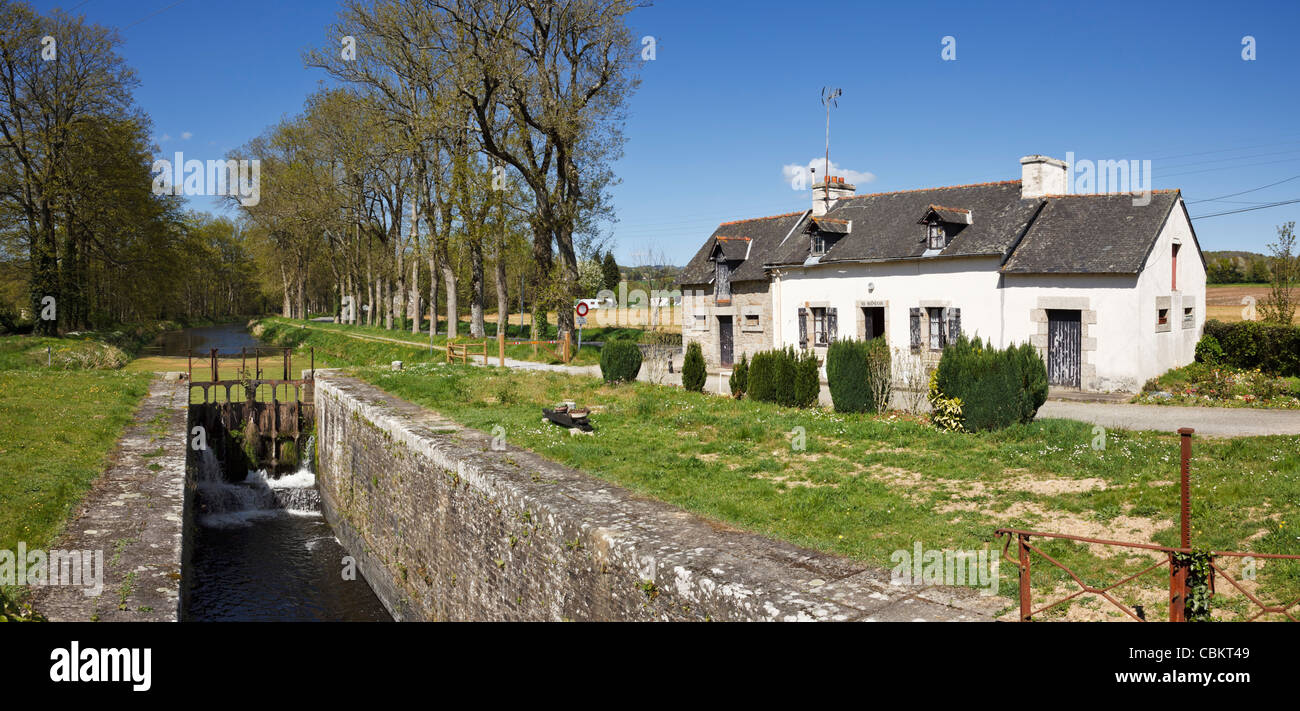 Lock keepers cottage on the Nantes Brest Canal, Brittany, France - Stock Image