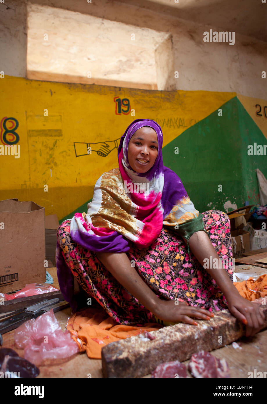 Beautiful Mature Woman Sat On Floor At Hargeisa Market Meat Seller Butcher Somaliland - Stock Image
