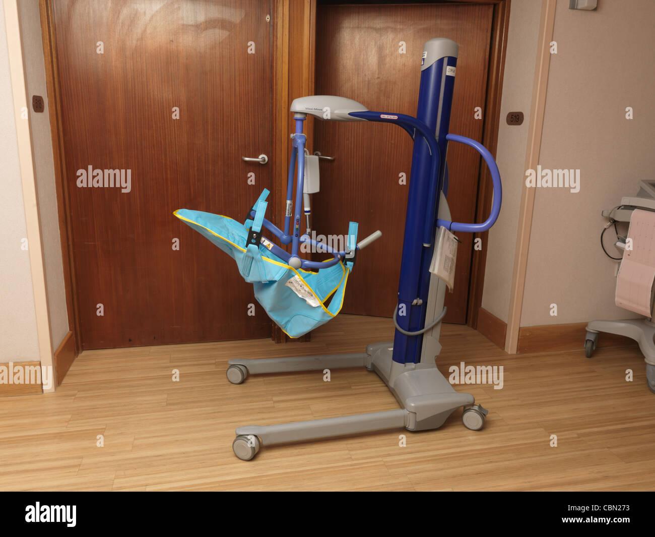 Hoist Patient Stock Photos & Hoist Patient Stock Images - Alamy