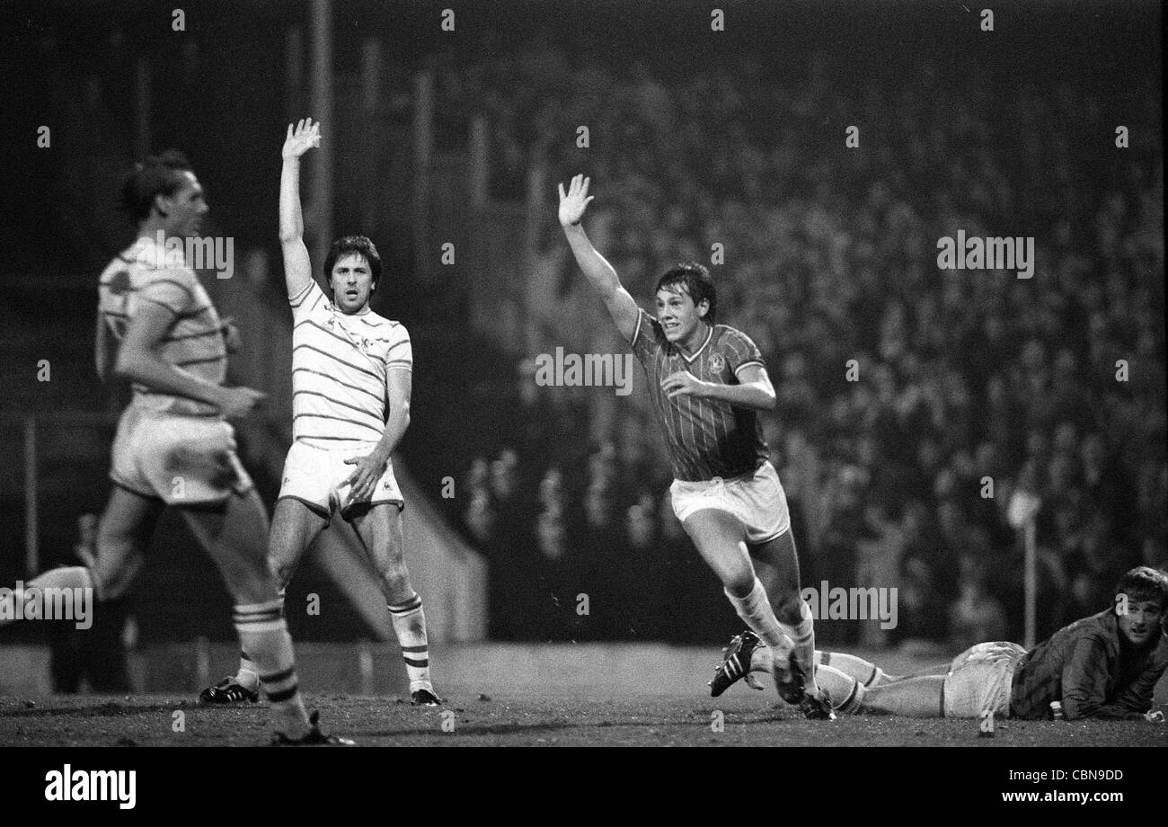 Walsall V Chelsea at Bescot Stadium 30/10/84 Colin Lee appeals as Craig Shakespeare celebrates - Stock Image
