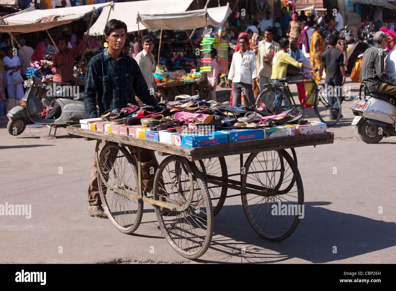 Street scene at Sardar Market at Girdikot, Jodhpur, Rajasthan, Northern India - Stock Image
