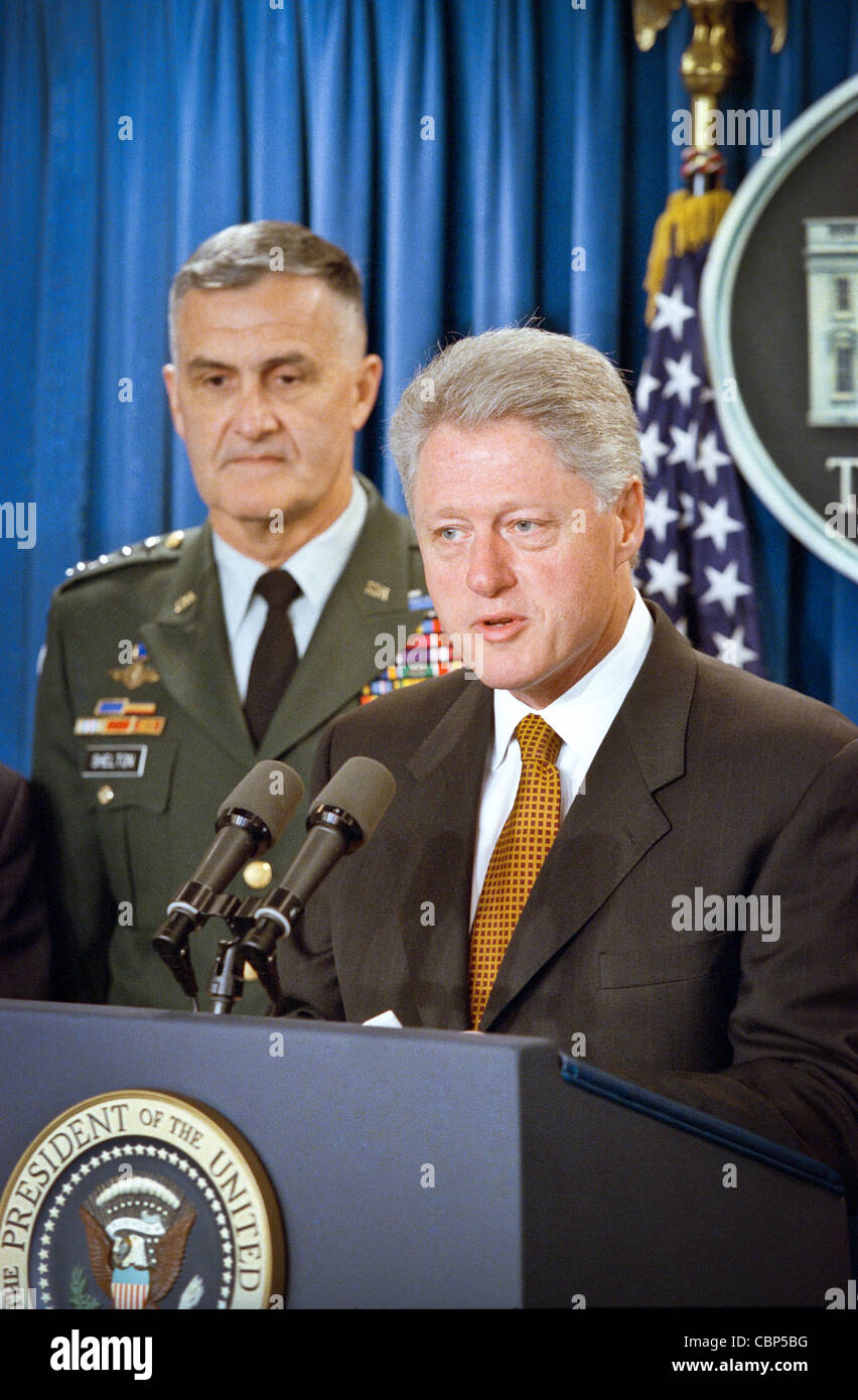 President Bill Clinton makes a statement on the Kosovo peace agreement and thanks NATO and US Forces for their efforts - Stock Image