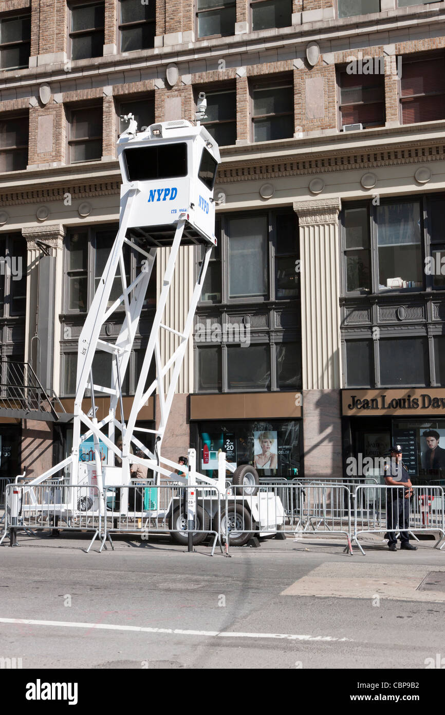 A NYPD Mobile Observation Tower deployed during a heightened security alert on September 10, 2011 in New York City. - Stock Image