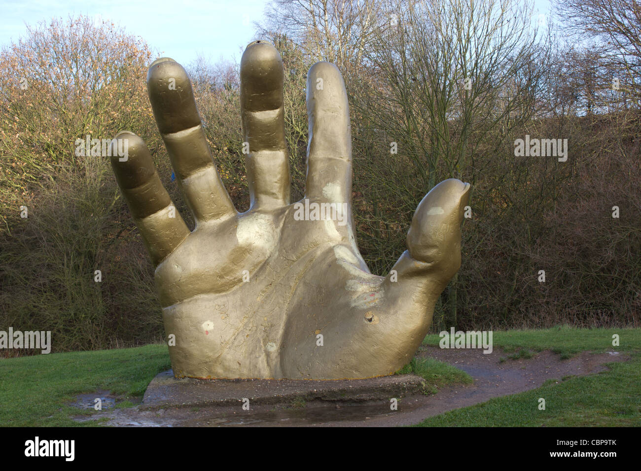 Golden hand sculpture at vicar water country park - Stock Image