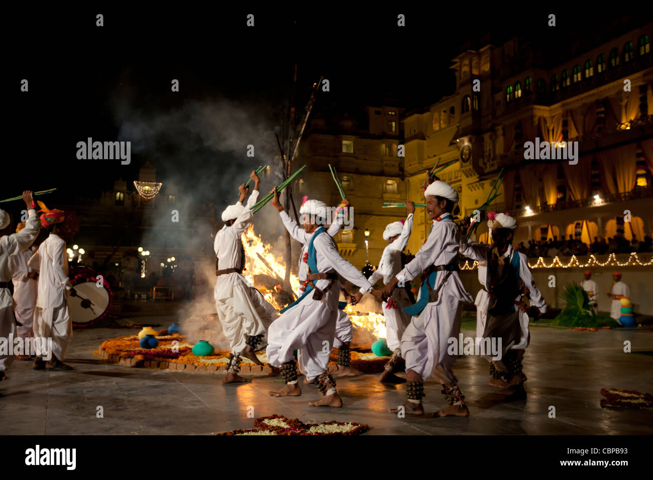 Traditional Ger dancers at The Maharana's City Palace for Hindu Holi Fire Festival, Udaipur, Rajasthan, India - Stock Image