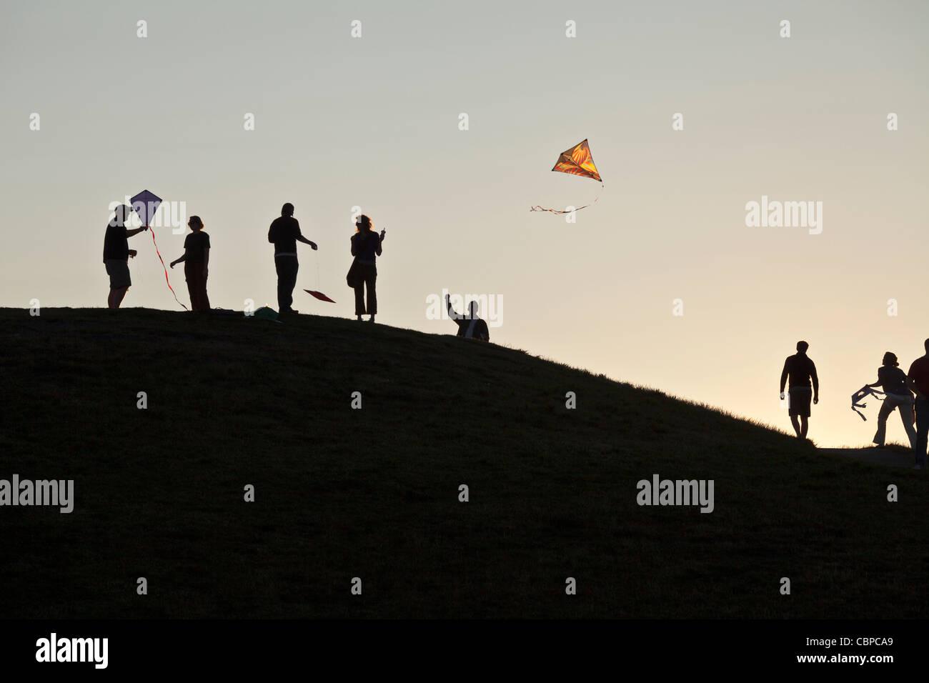 People flying kites, Gasworks Park, Seattle, Washington, USA - Stock Image