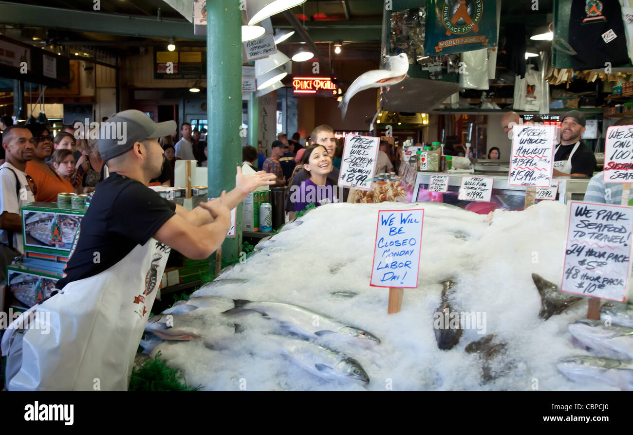 Flying fish pike place fish market seattle washington for Pike place fish