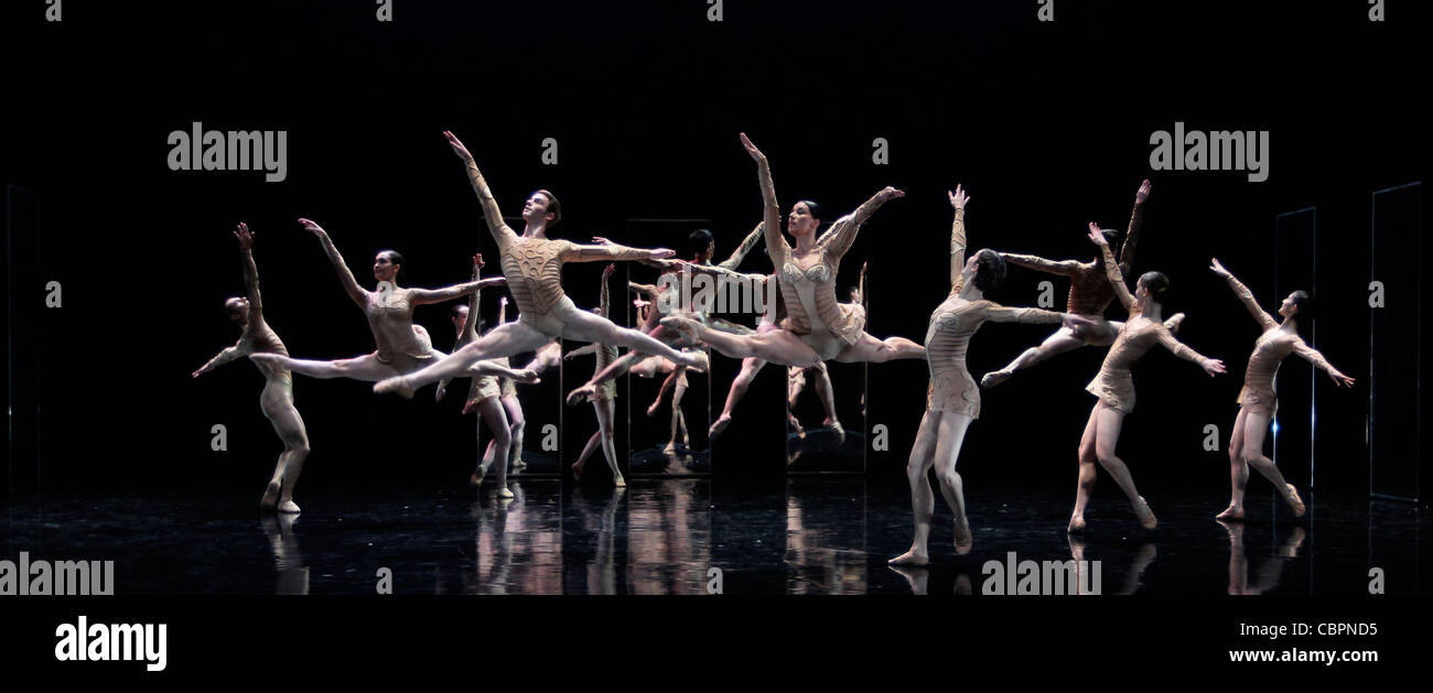 Magifique, Magifique - Choreography : Thierry MALANDIN - Music by Piotr Ilitch TCHAIKOVSKI - with the dancers of - Stock Image