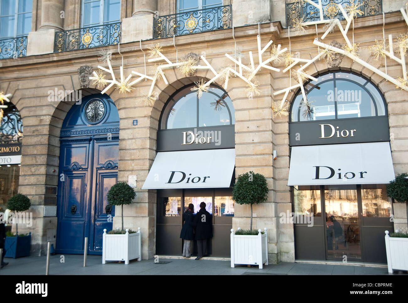 dior store windows stock photos dior store windows stock images alamy. Black Bedroom Furniture Sets. Home Design Ideas