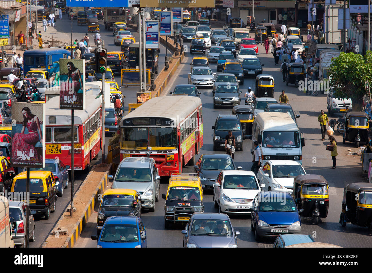 Traffic congestion on downtown highway to Bandra, Andheri