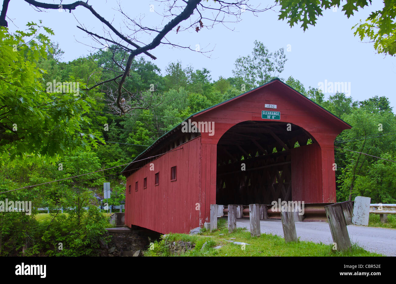 West Arlington Bridge in Arlington Vermont VT 1852 red old historical  - Stock Image