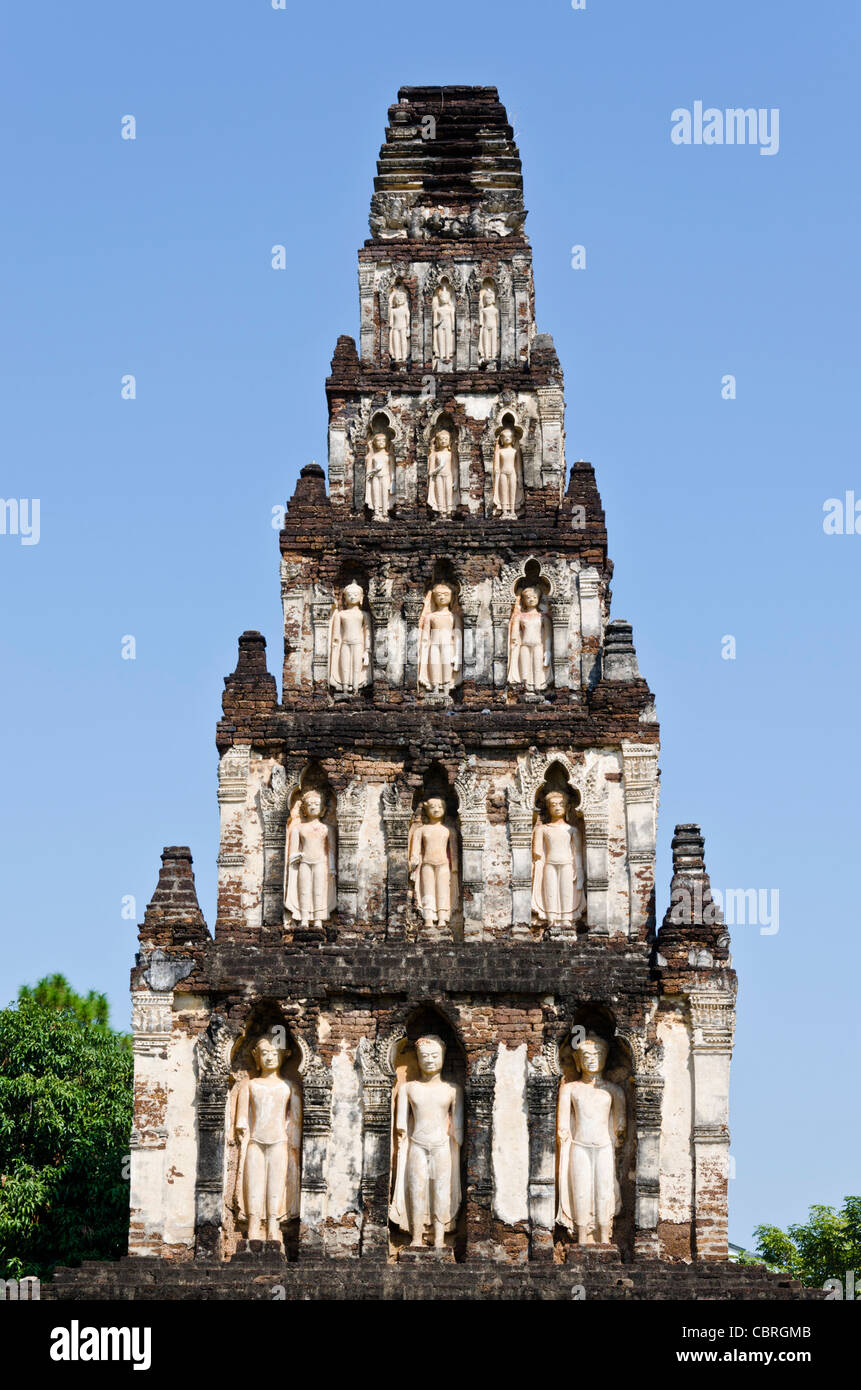 900 year old chedi (stupa) with standing Buddhas at Wat Chama Thewi in Lamphun in northern Thailand - Stock Image
