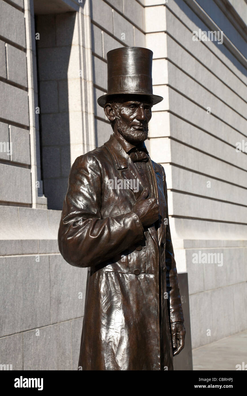 Abraham Lincoln's Bronze Statue, New York Historical Society Museum and Library, 170 Central Park West, NYC Stock Photo