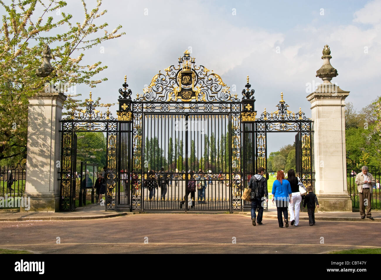 Jubilee Gates, entrance to Queen Mary's Gardens, Inner Circle,  Regents Park, London - Stock Image