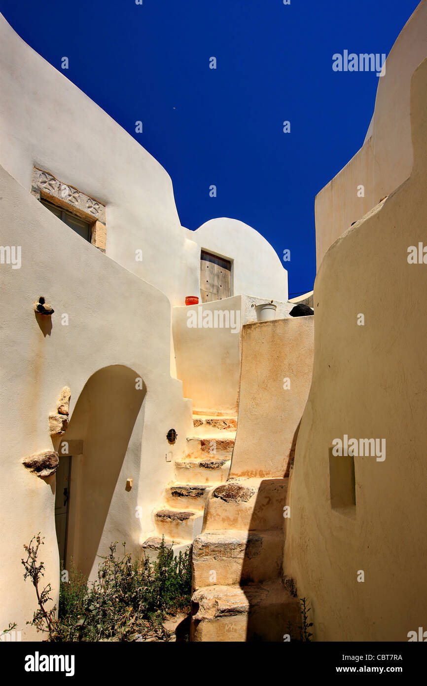 Beautiful alley in the old part of Embourios village, in the inland of Santorini island, Cyclades, Greece - Stock Image