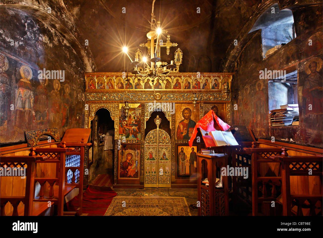 The small 'cavechurch' in the holy monastery of Kipina, Tzoumerka mountains, Ioannina, Epirus, Greece - Stock Image