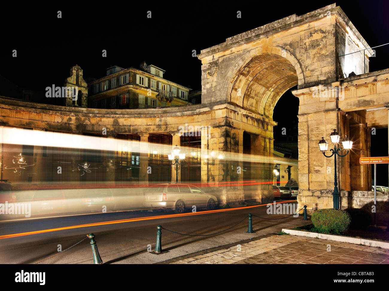A bus passing through St George's gate at the palace of Saints George and Michael, Corfu town, Corfu island, - Stock Image