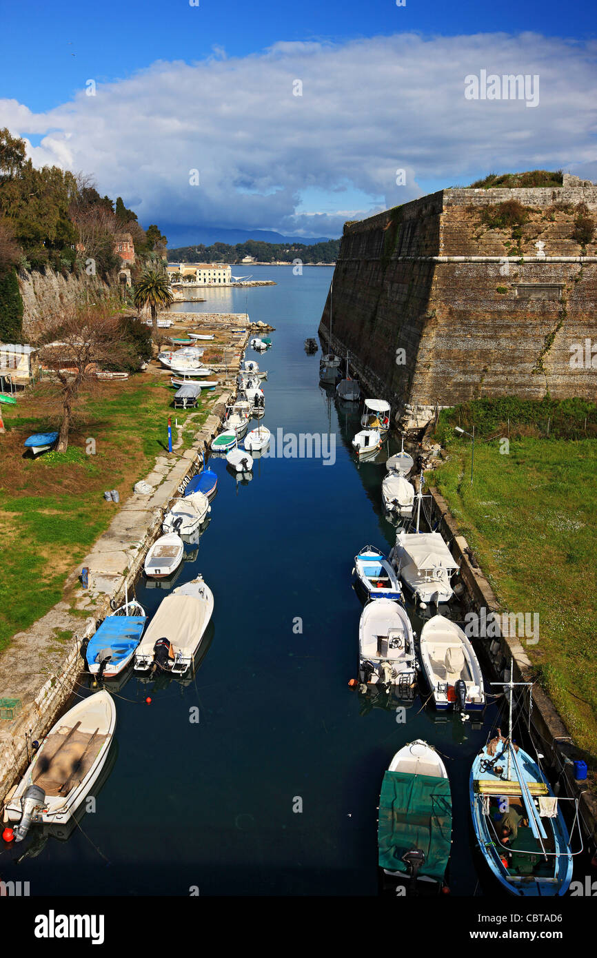 Greece, Corfu (or 'Kerkyra') island. The canal called 'Contrafossa', that separates the Old Fort - Stock Image
