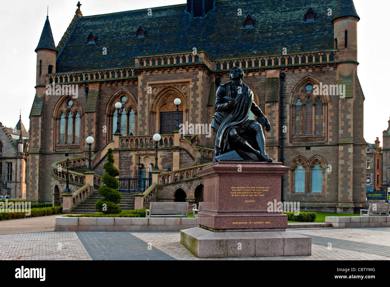 Robert Burns Statue outside the McManus Gallery in Dundee, Scotland - Stock Image