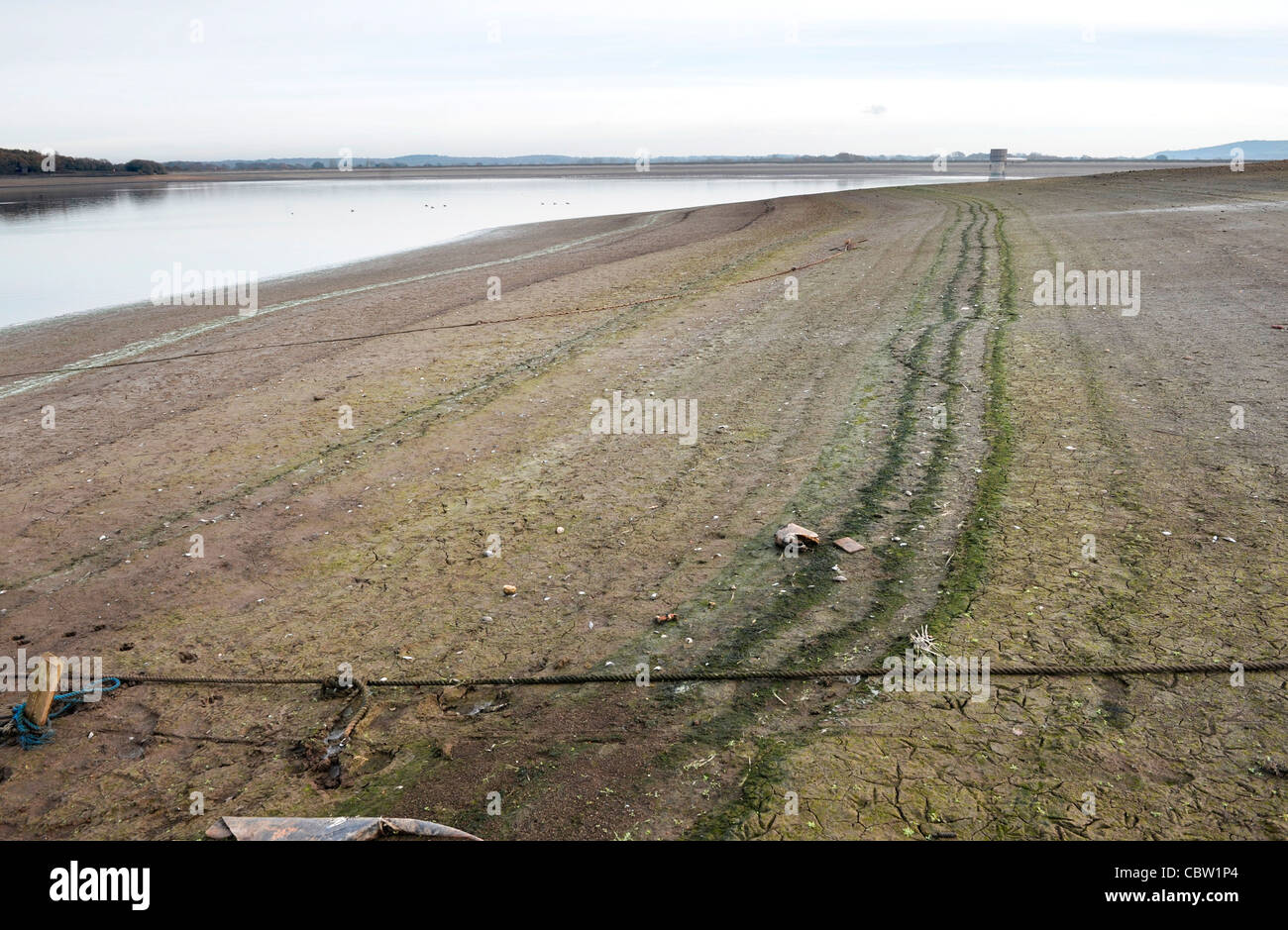 Low water levels at Arlington reservoir, East Sussex - Stock Image
