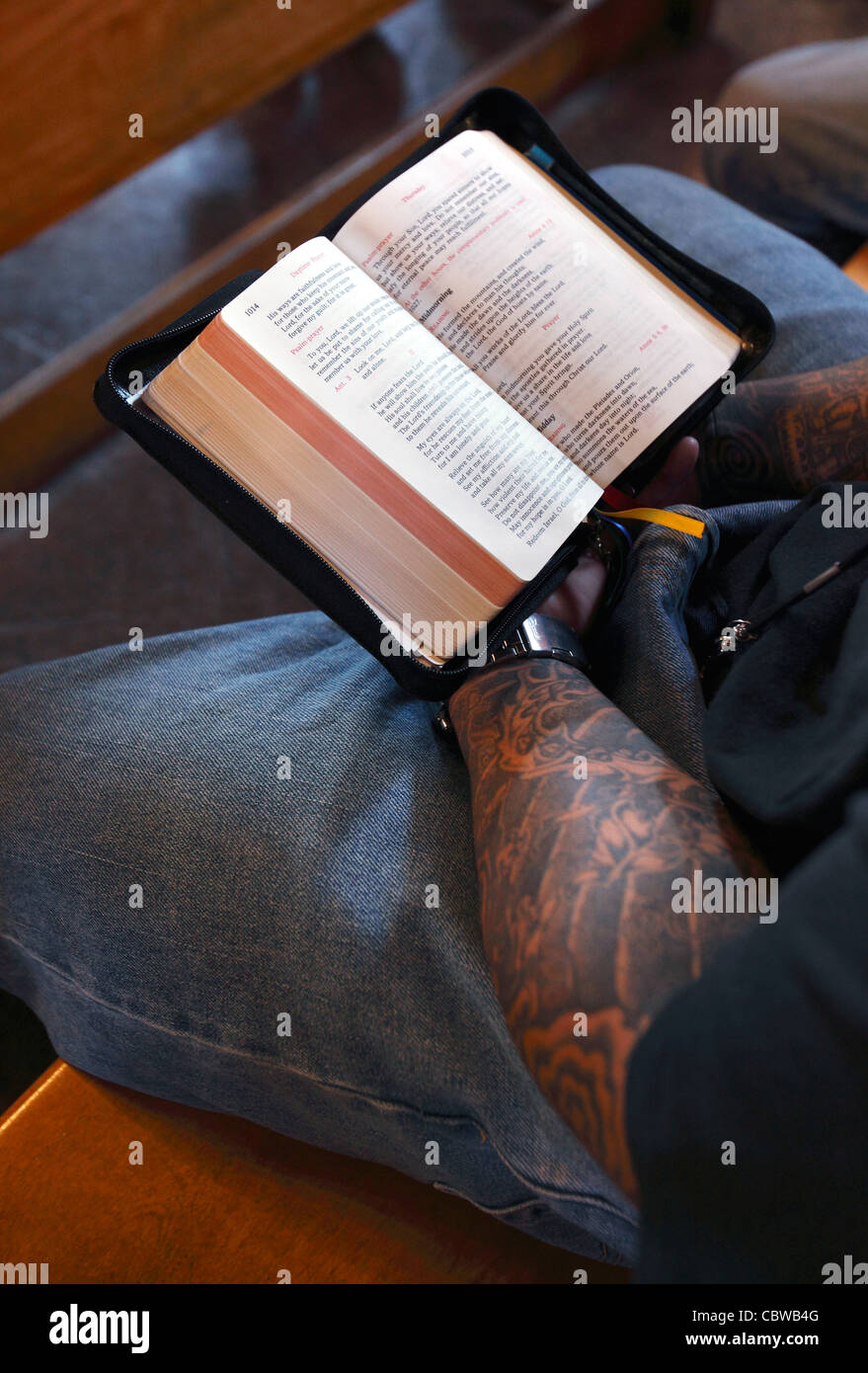 A prisoner reads a bible in the Dominican lay program at Massachusetts Correctional Institute, Norfolk, Massachusetts - Stock Image