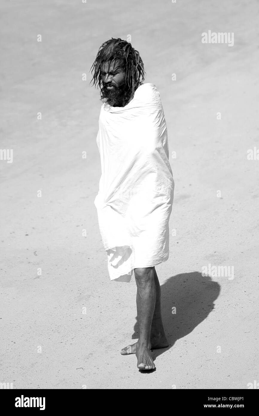 Homeless man wrapped in white sheet. Rajasthan. India - Stock Image