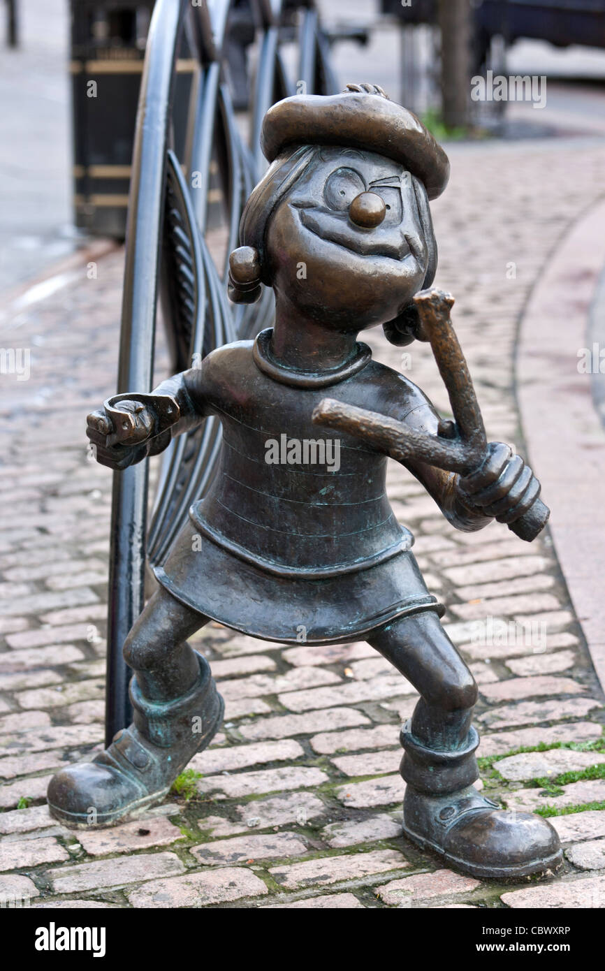 Bronze statue of t Minnie The Minx with a catapult from the children's comic The Beano in City Square, Dundee - Stock Image