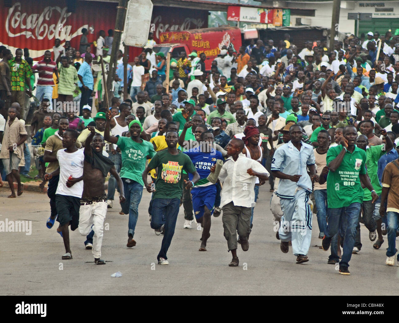 Supporters of Julius Maada Bio's SLPP rampage through the streets of Bo, Sierra Leone, in political violence at Stock Photo